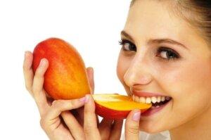 10 فوائد مذهلة من المانجو لصحة البشرة