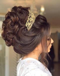 تسريحة شعر مع تاج للعروس